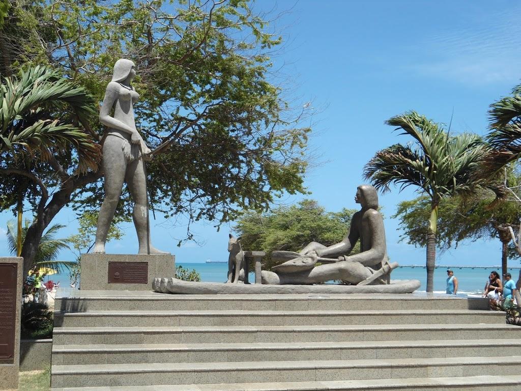 Resultado de imagem para estatua de iracema